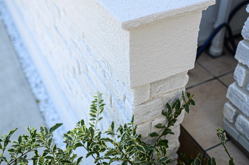 三井ホームのエクステリア、白いお家、プチホテル風の清楚な外観。レンガ調タイルでつくるお洒落なエクステリア。